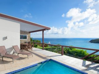 A modern 3-bedroom, 2-bathroom beauty overlooking beach/vast views of the ocean, Cole Bay