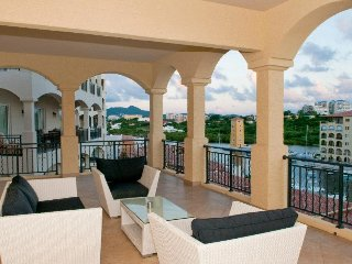 Brand new, luxury, hip 2 bedroom, 2.5 bath residence in Porto Cupecoy - just steps to the BEACH!, Cupecoy Bay