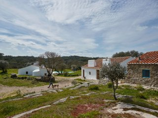 Whitewashed houses | boutique home. Hotel, Arraiolos