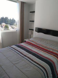deuxième chambre, vue sur la montagne et la ville