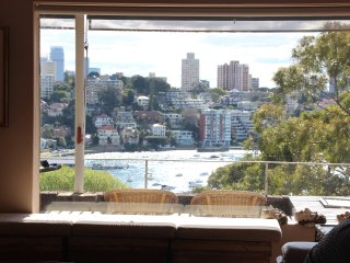 Sunny 2 bed harbour apartment with stunning views, Sydney