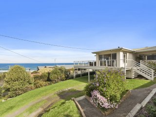 MARENGO BEACH HOUSE - SPACIOUS WITH OUTSTANDING OCEAN VIEWS