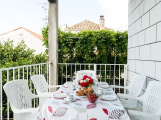 Apartment Lena - Three-Bedroom Apartment with Terrace and Sea View, Dubrovnik