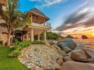 Villa Kismet, Sleeps 12, Boca de Tomatlán