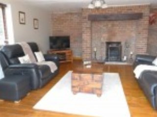 Country house sleeps 5/6 with great views/location