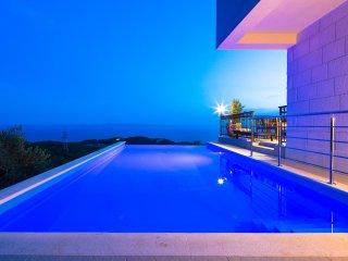 Makarska Luxury Villa MAOLIVE with private pool
