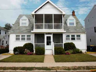 Ocean block with Fabulous Porches, 4th home from the beach and just steps to dow