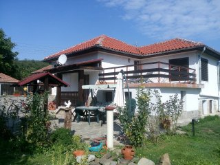 Villa Kalin - three bedroom house with garden