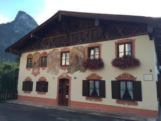 """""""Sonnengelb"""": helles, sympathisches Apartment, Oberammergau"""