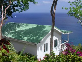 AMAZING SEA VIEWS, Private Cottage, Big Pool, Wifi, Walk 2 Beach, BREAKFAST!