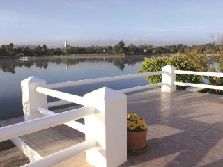 Gorgeous house on the lake of San Gil Golf Club, San Juan del Rio