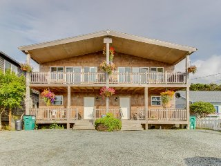 Large, sunny duplex with ocean views & nearby beach access - dogs ok!