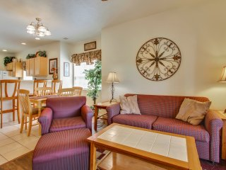 Cozy recently remodeled 2 bed/2 bath Pet Friendly Condo bordering a nature area, Branson