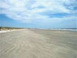 Heart of IOP, Dog Friendly, 1 blk from the beach
