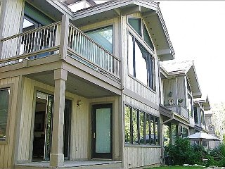 Convenient Mid-Mountain Location - Next to Stein Eriksen Lodge (25046), Park City