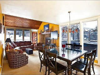 Bright Cheerful Park City Condo, Two Miles from Main Street (202270)