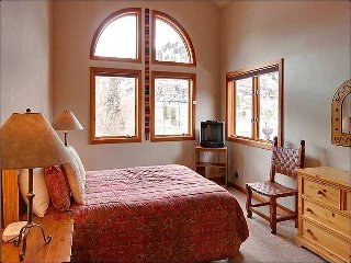 Spacious & Centrally Located Duplex - Newly Furnished (25325), Park City