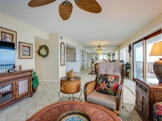 Spacious oceanfront home w/ beach access and great views - snowbirds welcome!
