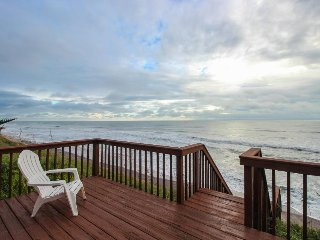 Spacious & stylish oceanfront, dog-friendly home w/ beach access and great view, Saint Augustine