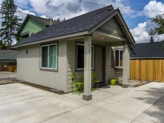 Fantastic Location!! 1 Block from the River, 1 Block from Drake Park, 1 BR 1 BA Cottage,, Bend