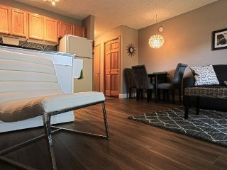 Beautifully Remodeled West Side Condo #190