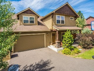 Bend luxury home, West Side, Bonus Game Room, Hot Tub, Sauna