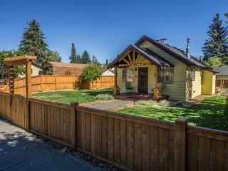 Charming Vintage Cottage on the Westside, Fantastic Location, Bend