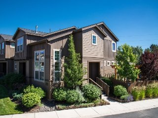 Old Mill,Close to River, Beautifully Furnished, 3 BR, 3 BA, Bend