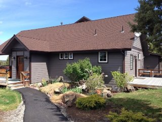Country Quiet Yet Close to Town! 1 BR, High Ceilings, Newly Built, Gorgeous
