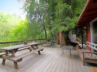 Casa Luna, Riverfront Cabin in Guerneville, Dog Friendly