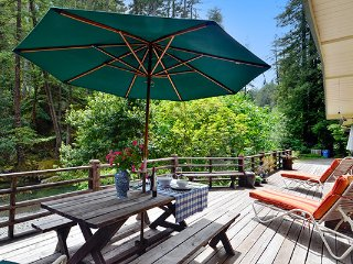 Sequoia Beach Dreamery, Romantic Creekfront Cabin