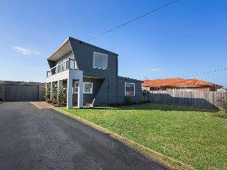 Modern Peninsula Beach House, Dromana