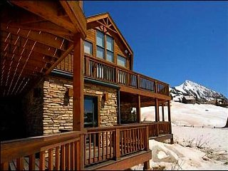 High Quality Ski Lodging, 5-Minute Walk to Base of the Ski Area and Lifts (20107