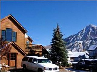 Refurnished Crested Butte Home, Blocks from Shopping and Dining (201104)