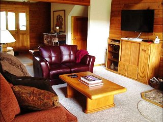 Inviting Log Home, Wonderful North-Facing Views (201237)