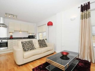 Superb 1-bed apt. + parking (sleeps 4).10 mins. Jericho/Summertown. Great price!