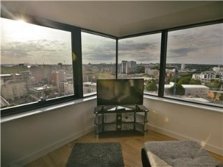 STUNNING 2 BEDROOM APARTMENT WITH FANTASTIC VIEWS