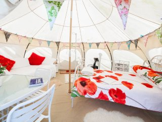 Poppy Family Tent, large and spacious, sleeps 4