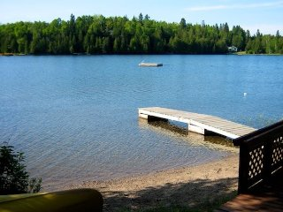 Cozy Lakefront Cottage Pet-Friendly Laurentians, Wentworth Nord