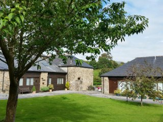 Charming 2 bed barn conversion close to beaches