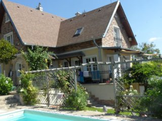 Family Cottage with saltwater pool, Sturovo