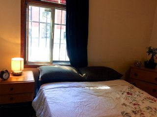 COZY PRIVATE BEDROOM!FEELS LIKE HOME! DOWNTOWN B&B