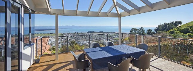 Nelson Views - Modern Holiday Home with Sea Views!