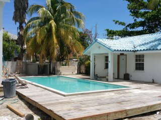 Azul Maya Villa Medio... pool and steps from beach, San Pedro