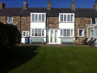 The Bryn, off Golf Rd, Abersoch. Near beach & town
