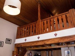 Spacious top floor apartment to rent in Samoens