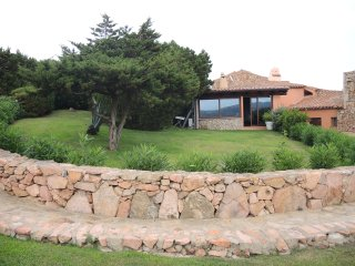 VILLA WITH GARDEN, SEA VIEW AND WIFI!