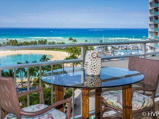 Ilikai Suites 1122 Ocean / Lagoon / Fireworks Views King Bed, Sofa Bed, Honolulu