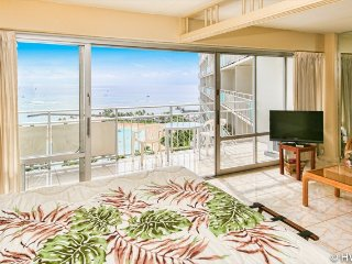Ilikai Suites 1612 Ocean / Lagoon / Fireworks Views King Bed, Sofa Bed, Honolulu