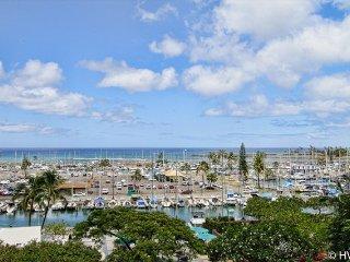 Ilikai Suites 508 Ocean / Sunset / Marina Views King Bed, Sofa Sleeper, Honolulu